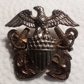 WW2 US Navy hat insignia - Military and Wartime