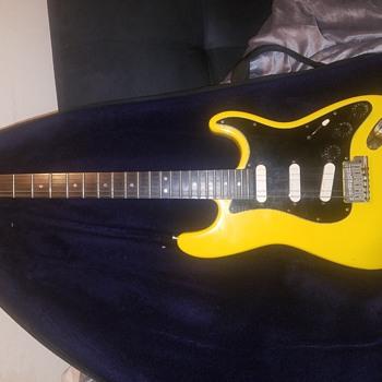 1983 Fender Stratocaster - Guitars