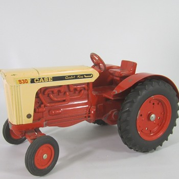 Case 930 Tractor - Toys