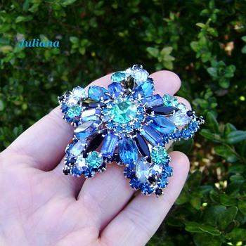 RARE d & e juliana star brooch - shades of blue - Costume Jewelry