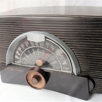 1952 General Electric Bakelite Tube AM FM Radio Project Model 409 - Radios