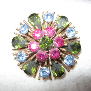 Pin/Brooch- Vintage - Costume Jewelry
