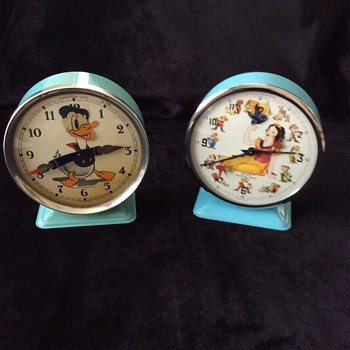 Bayard animated Donald Duck and Snow white clock - Clocks