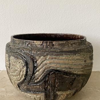 Identification asked Brutalist Pottery Item - Pottery