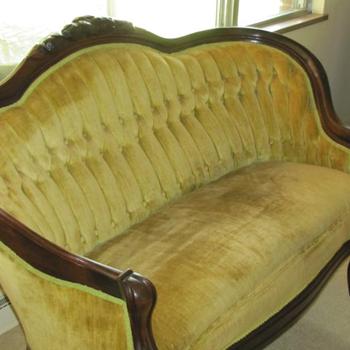 1800s victorian sofa I think? - Furniture