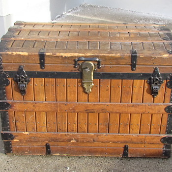 Oak Slat 1890's Clinton Wall Trunk - Furniture