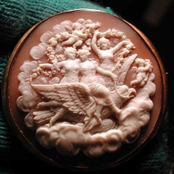Fabulous cameo of the daughters of Zeus