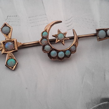 Antique Australian 9ct gold opal sword & crescent brooch  - Fine Jewelry