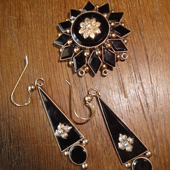 Mourning juwelry brooch and earrings - Fine Jewelry