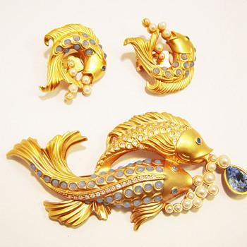 "Vintage Elizabeth Taylor for Avon ""Sea Shimmer"" Demi Parure - Costume Jewelry"