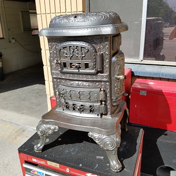 im trying two find out around when this stove was made.it has.No DIADEM UNIVERSITY 16.THREE DOORS AND TWO BURNER PLATES