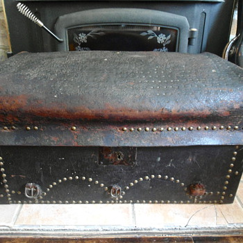 Antique Leather Soft Top Trunk late 1700's early 1800's - Furniture