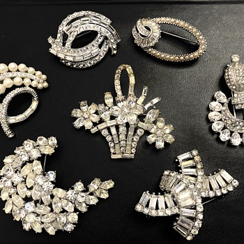 Pretty brooches - Costume Jewelry