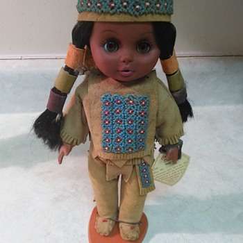 NATIVE AMERICAN DOLL - Dolls