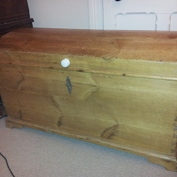 Colonial immigrant trunk/chest - Furniture