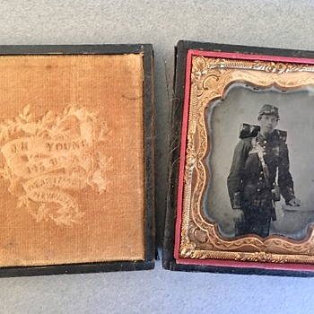 Union Civil War Soldier Daguerreotype Help w/Verbage on Velvet Inside Cover  - Military and Wartime