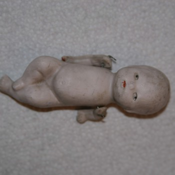 I can't find out what this doll is. - Dolls