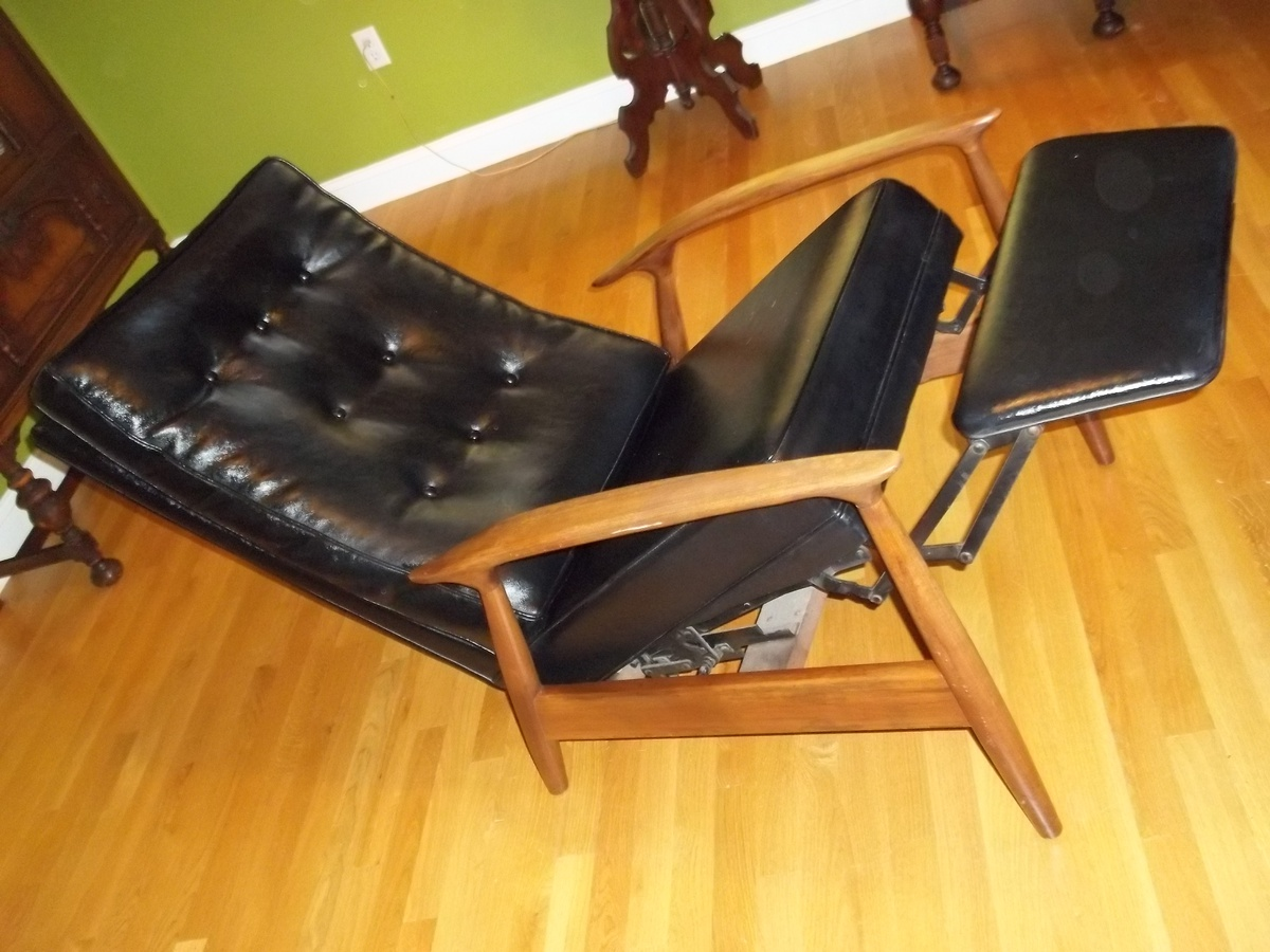 & Mid Century Danish Black Leather Recliner | Collectors Weekly islam-shia.org