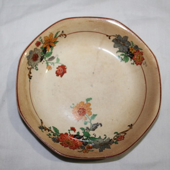 CHINA PLATE LOOKS LIKE IT IS AN ANTIQUE - China and Dinnerware