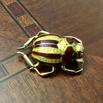 Cute brooch - Costume Jewelry