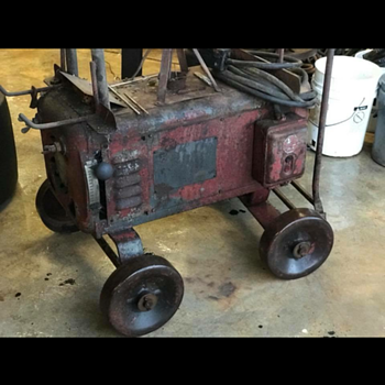 What jind of welder is this? How old? It is on steel wheels and is very heavy.  - Tools and Hardware