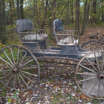 VINTAGE  TWO SEAT CARRIAGE--  DOCTOR`S CARRIAGE?