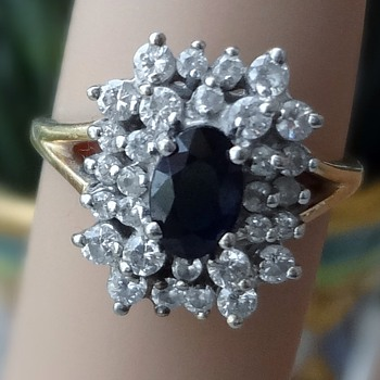Beutiful cluster ring!! dimond and ? blue saphire?
