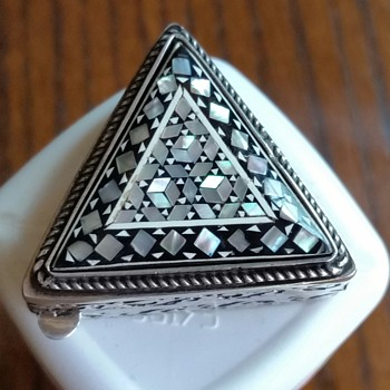 NEED HELP TO ID SILVER SNUFF/PILL BOX ORIGIN - Fine Jewelry