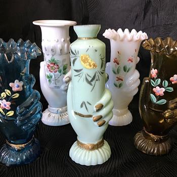 An assortment of small glass hand vases (under 20cm) - Art Glass