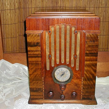 Zenith Model 808   AM/SHORTWAVE - Art Deco