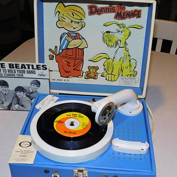 Dennis the Menace 1967 Porter Spear Company Electric Phonograph Record Player/Beatles 45 - Electronics