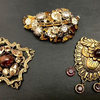 Brooch group - Costume Jewelry
