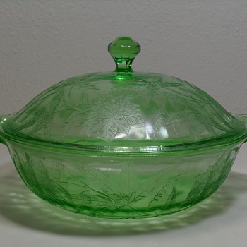 Jeanette Poinsetta Pattern Vegetable Bowl w/ Lid ~ Uranium - Glassware