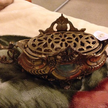 I'm not sure what this is but I think it's an antique.  - Asian