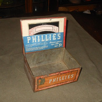 Bayuk Phillies Tin Cigar Box - Tobacciana