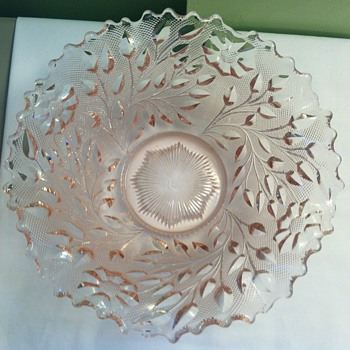 Westmoreland LARGE Heavy Pink Roselin Ruffled Bowl