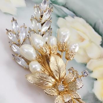 Kramer faux pearl rhinestone brooch - Costume Jewelry