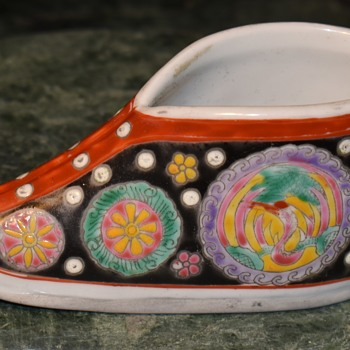 Famille Noir? Bencharong? Woman's shoe? - Pottery