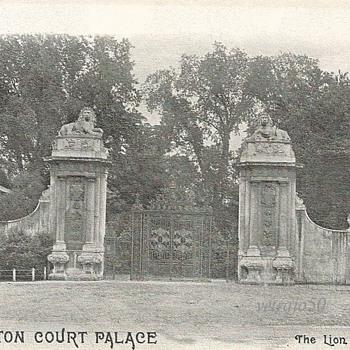 HAMPTON COURT PALACE - THE LION GATES - Postcards