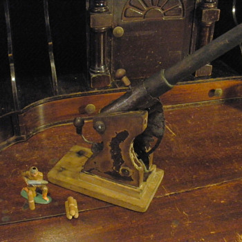 Wooden cannon, unknown age or maker. 1910s or 1920s?  - Toys