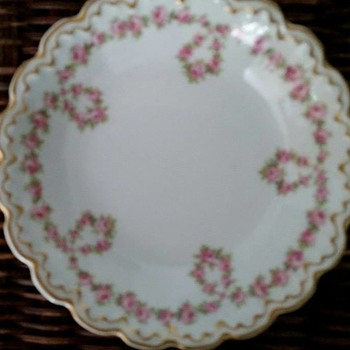 Theodore Haviland Limoges 319 Pink Dropped Rose Wreath?