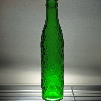 1932 Connellsville Bottling Soda Bottle Owens-Illinois Glass Embossed Diamond Pattern 6.5 Ounces Green - Bottles