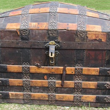 1880's Ornate Romadka Brothers  Leather  Barrel Stave Trunk - Furniture