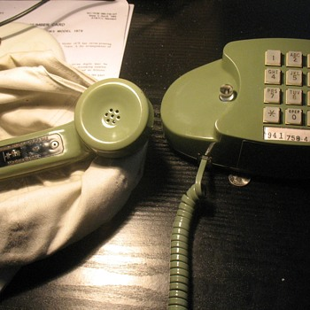 WESTERN ELECTRIC PRINCESS TELEPHONE. {With a volume control handset. Green} - Telephones