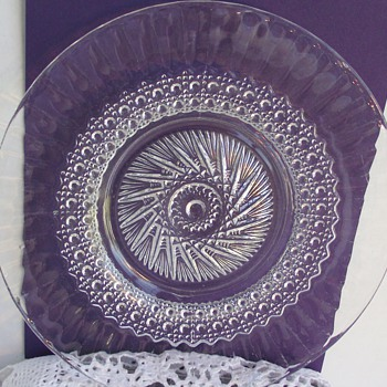 I have no clue what kind of glass, maker or pattern this plate is - Glassware