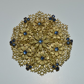 Vintage filigree brooch - Costume Jewelry