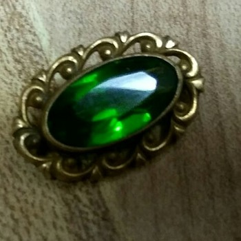 Tiny green brooch - Costume Jewelry