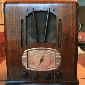 Motorola 5T Radio - Radios