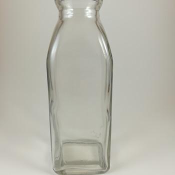 Milk bottle, 1 mark on base