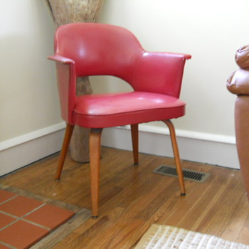 Chair I.D. - Possibly an Eero Saarinen? any thoughts? - Furniture